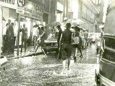 Década de 70 - Dia de chuva no centro de São Paulo.