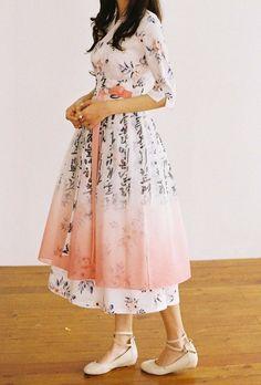 Korean Fashion Trends you can Steal – Designer Fashion Tips Korean Traditional Clothes, Traditional Dresses, Korean Dress, Korean Outfits, Modern Hanbok, Oriental Dress, All About Fashion, Asian Fashion, Cute Dresses
