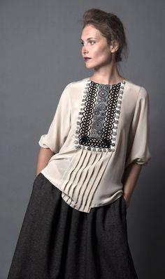 Блуза из крепдешина, с кружевом ручной работы. Вышивка LEVADNAJA DETAILS