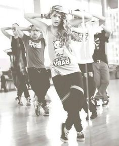 I can practicly listen to anything but hip hop is just something else. I love hip hop dancing and that's a passion I have for this type of music Chachi Gonzales, Urban Dance, Mode Hip Hop, Belly Dancing Classes, Dance It Out, Dance Like No One Is Watching, Dance Movement, Swing Dancing, Dance Poses