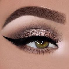 Are you looking for some fun new makeup looks for your gorgeous green eyes? Check out these hot makeup trends that will make your eyes sparkle and shine!