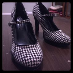 Black and white plaid platform heels! Fun and flirty high heels with a Mary Jane strap and white/black houndstooth knit. There is a little bit of a platform around the toe. Only worn once so they are in excellent condition! Heel is about 4 inches Delicious Shoes Heels