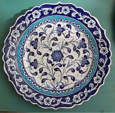 Blue Pottery, Pottery Plates, Glazes For Pottery, Ceramic Plates, Decorative Plates, Pottery Painting, Ceramic Painting, Ceramic Art, Pottery Patterns