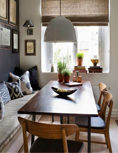built-in dining bench, midcentury modern chairs