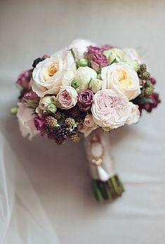 Creating an Amazing Autumnal Wedding Theme - Beautiful blooms   CHWV