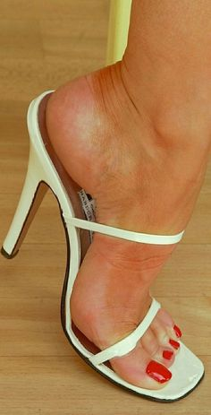 Pantyhose Heels, Stockings Heels, Beautiful Toes, Beautiful High Heels, Feet Soles, Women's Feet, Feet Show, Teen Feet, Quoi Porter