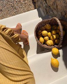 Shooting with a bag of lemons 🍋 Summer Feeling, Summer Vibes, Summer Days, Italian Summer, European Summer, Paris Mode, Summer Aesthetic, Aesthetic Yellow, Jolie Photo