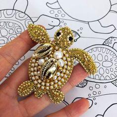 Gold turtle brooch crystal pearl animal lapel pin with gold seashells designer jewelry Bead Embroidery Jewelry, Beaded Embroidery, Bead Jewellery, Beaded Jewelry, Zipper Jewelry, Gold Jewelry, Brooches Handmade, Handmade Jewelry, Bead Crafts