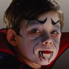 DRACULA face painting for kids - Kids Craft - HOLIDAY crafts - HALLOWEEN crafts - Halloween face painting
