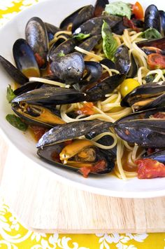 Pasta with mussels, cherry tomatoes and basil