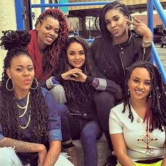This picture is so dope!!! Locs come in all different shapes, sizes, colors and lengths. They are all beautiful in there own way!!! ♡♡♡