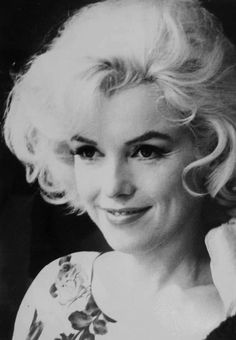 Marilyn Monroe (infinitemarilynmonroe: Marilyn Monroe on the set. Marilyn Monroe Wallpaper, Marilyn Monroe 1962, Marilyn Monroe Photos, Vintage Hollywood, Hollywood Glamour, Hollywood Stars, Beautiful Person, Most Beautiful, Beautiful Pictures