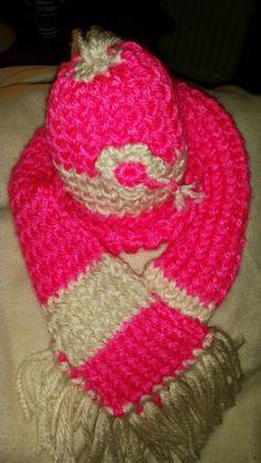 Muts en sjaal, eigen creatie.