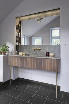 drewniana szafka pod umywalkę + złota armatura