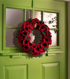 How to Make a Veteran's Day Poppy Wreath - JoAnn Crochet Wreath, Felt Wreath, Wreath Crafts, Diy Wreath, Fabric Wreath, Wreath Ideas, Door Wreaths, Paper Crafts, Felt Flowers