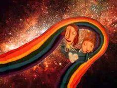 MAMÁ DE QUE COLOR SON LOS BESOS. Cuento para niños que explica las emociones que existen y además aprenden a distinguir las diferentes emociones sin miedo a experimentarlas y con la seguridad de que sientan lo que sientan serán aceptados.