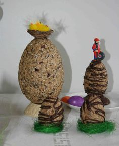 Healthy Easter eggs made from oatmeal, coconu flakes, cashew butter and honey - www.michelsenkonfekt.is