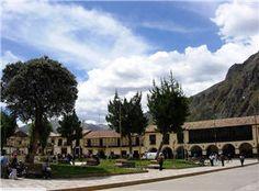Huancavelica, Ciudad enclavada en la Cordillera de los Andes.  El departamento de Huancavelica se encuentra en la parte central y occidental de los Andes peruanos. Ocupa un espacio geográfico de 22 mil kilómetros cuadrados, una impresionante topografía que se extiende en las montañas centrales del país cuyas cumbres cubiertas de nieve se elevan sobre las punas.