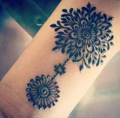 Mehndi henna