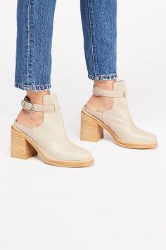 5804c5cc4a0e 334 Best Shoes images in 2019