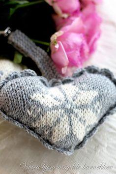 Disse fine hjerte er fineåbruke som vognpynt, de er så fine så har jeg strikket et par stykketoghar som pynt.Hjertene er utmerket måteå bruke opprestgarn, du kan også kombinere det farge du …