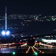 Instagram【takuyaphotos】さんの写真をピンしています。 《#飛行機 #航空機 #旅客機 #民間機 #ANA #全日空 #B8 #787 #ボーイング #ファインダー越しの私の世界 #夜景 #伊丹空港 #大阪空港 #大阪国際空港 #ITM #RJOO #かっこいい #airliner #airplane #boeing #cool #nightview》