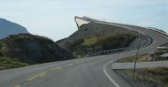Para quem não a conhece, a estrada norueguesa batizada de Rodovia do Oceano Atlântico oferece um trecho pra lá de assustador....