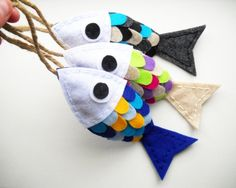 felt fish with loops instead of magnets Hanging Ornaments, Felt Ornaments, Sewing Crafts, Sewing Projects, Felt Projects, Fabric Fish, Felt Fish, Bible School Crafts, Crafts For Kids