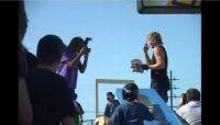 Um vídeo de um astro do skate Chad Muska, em um evento nos Estados Unidos o author do vídeo diz ainda que ele foi capaz de quebrar mais shapes do que ele pode film realmente Chad sempre surpreende, quero ver alguns modelos passarem pelo teste de resistência de Chad, imagens do 9 Star Demo 2009.