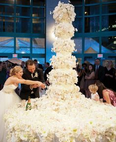 Wedding cake or flower fountain? You decide. | Sylvia Weinstock Cakes, Jennifer Lindberg Weddings