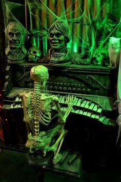 Burbank, CA year-round Halloween store window Whimsical Halloween, Retro Halloween, Halloween Ii, Halloween Pictures, Halloween Projects, Halloween Themes, Halloween Decorations, Happy Halloween, Halloween Window