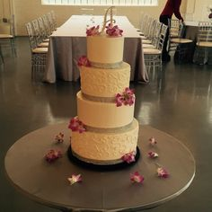 Diamonds and Flowers  Scroll piping on the fourth and second tier