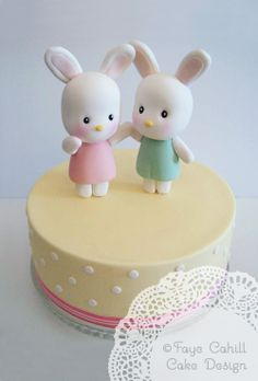 Amazing 'Japanese Bunnies' cake from Faye Cahill Cake Designs.