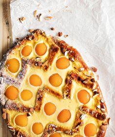 Aprikoosi-rahkapiirakka | Makea leivonta | Soppa365 Pepperoni, Pizza, Candy, Baking, Sweet, Food, Easter, Drink, Ideas