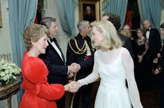 President Ronald Reagan, Nancy Reagan greets actress Meryl Streep at a Kennedy Center Honors Reception in the White House Blue Room in December 1981 Nancy Reagan, Presidential History, Presidential Libraries, Meryl Streep, Prince Charles And Diana, President Ronald Reagan, 80s Pop, Princess Caroline, Hollywood Glamour