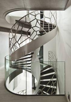 homify México: Barandales con estilo: Ideas para escaleras modernas.  #barandalesdeherrería  http://www.homify.com.mx/habitaciones/pasillo-hall-y-escaleras