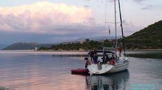 Ankern zur Übernachtung in einer Bucht - Segelurlaub pur!