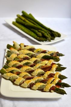 Italian Food - Cannoli di pasta sfoglia con asparagi e pancetta (Asparagus wrapped with bacon and puff pastry)