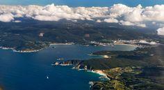 Galicia-Ortigueira es un nombre de referencia para los amantes del mar y de la música. Su magníficas playas (Espasante y del Picón, sin ir más lejos) y el festival de folk que todos los veranos tiene lugar junto al mar sitúan a este pueblo en el centro del mapa turístico gallego. Ubicado en las Rías Altas, el municipio de Ortigueira también cuenta con un bellísimo interior, formado por sierras como Capelada, Faladoira y Coriscada.