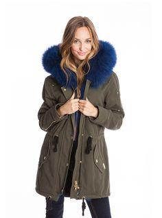 Moose Knuckle Canvas Parka w Blue Fur Love Fashion, Womens Fashion, Fashion Mode, Winter Jackets Women, Mantel, Shopping, My Style, Lady, Moose