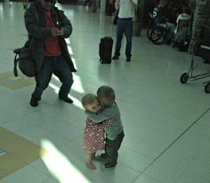 And these two little kids who just met for the first time. | 35 Pictures That Prove The World Isn't Such A Bad Place