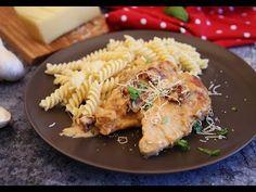 A csirkemell az egyik legkedveltebb alapanyag. Lehet rántani, tölteni, de rakott ételekbe is kiváló. Finom és egyszerű ételeket lehet belőle készíteni, amelyek az egész családnak a kedvencei lesznek. Az alábbi receptek elkészítéséhez adunk egy kis videós segítséget. Gourmet Recipes, Ethnic Recipes, Food, Drinks, Beverages, Essen, Drink, Yemek, Drinking