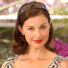 Ashley Judd - Transformation? Back in 2004, she was drop dead beautiful. And now she looks awful with her plastic surgery.