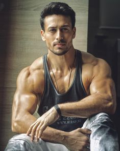 fitness no pain no gain homme musculation muscles thé modèles Lookbook Hijab, Tiger Shroff Body, Fitness Instagram Accounts, Look Body, Nutrition Sportive, Bollywood Pictures, Photos Hd, Gym Body, Body Fitness