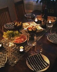 Viiniä ja juustoja perheen kanssa.