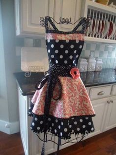 Shabby Chic, I am going to make this, what great combinations of polka dots and pink.