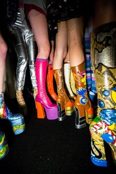 Marc Jacobs Spring 2017 Backstage . . I LOVE these platform boots!! Twiggy 3a53a822b3b