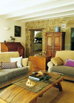 En el Ampurdán. Piedra, madera y muebles soft.