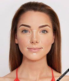 Contorne levemente a pele aplicando corretivo em lugares estratégicos sobre a base. | 7 dicas ridiculamente fáceis de maquiagem que vão facilitar sua vida