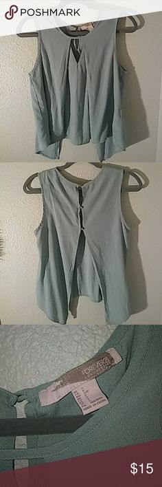 Super cute top, worn once Vented-Back Cutout Top Forever 21 Tops Blouses